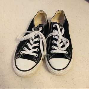 Converse chuck Taylor sneakers size w7.5 m5.5